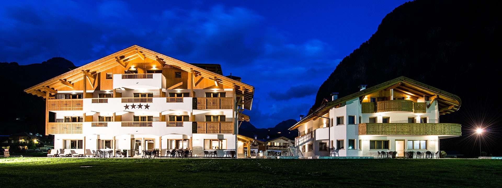 Hotel garn golden park resort campitello di fassa for Quattro stelle arredamenti prezzi